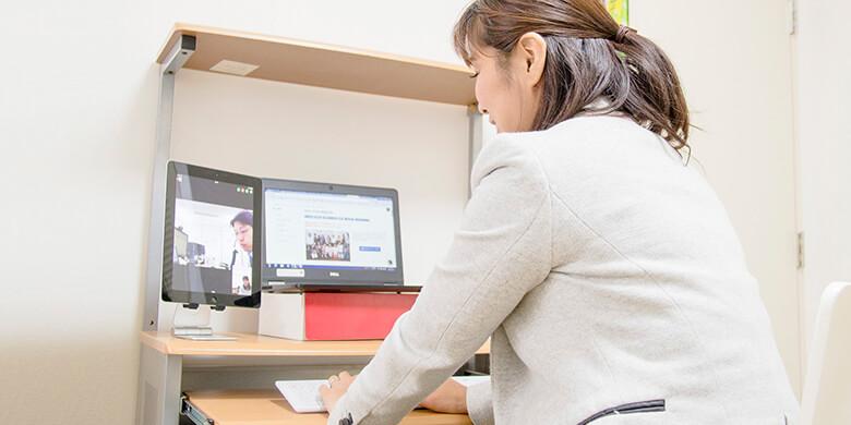 自宅とオフィスをWeb会議で常時接続してオフィスワーカーと「空間」を共有