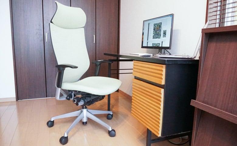 岩田が使っている椅子 オカムラ Baron