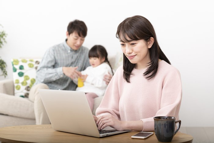②子育て・介護で通勤できなくても働き続けたい社員が増加